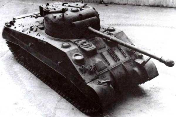 Главным носителем 17-фунтовой пушки в британской армии был танк Sherman Firefly