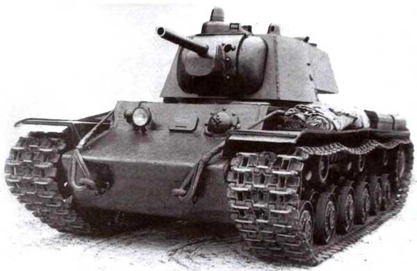 Тяжелый танк Т-150. Внешне эта машина отличалась от КВ-1 только наличием <a href='https://arsenal-info.ru/b/book/3397331535/7' target='_self'>командирской башенки</a>