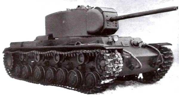 60-тонный КВ-220 имел удлиненную на один каток ходовую часть и 85-мм пушку Ф-30 в массивной башне