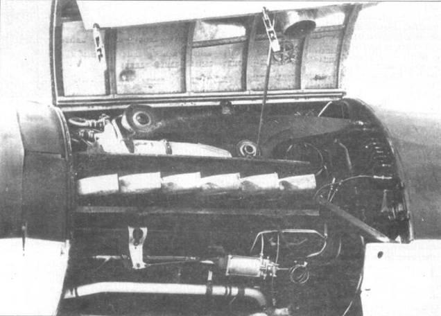 Открытый капот переднего двигателя DB 603 на Do 335А.