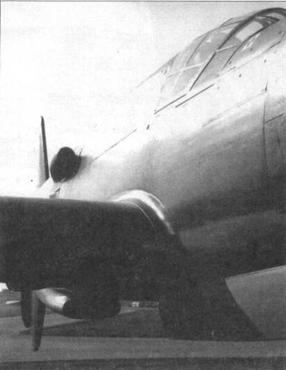 Передняя кромка правого крыла Do 335А-02.