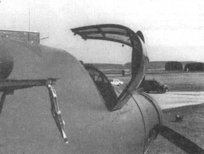 Три снимка передней части фюзеляжа Do 335Л-02, включая фонарь кабины. На нижнем снимке хорошо виден замок капота заднего двигателя.