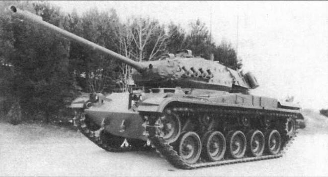 Легкий танк М41, модернизированный фирмой «Тэлбот». Хорошо видны дымовые <a href='https://arsenal-info.ru/b/book/643295886/1' target='_self'>гранатометы</a> на борту башни