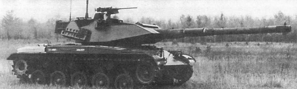 Еще один вариант установки на М41 дизельного двигателя, разработанный фирмой GTI/GLS (слева). Танк М41 с башней и вооружением, заимствованными у легкого танка «Стингрей» (внизу)