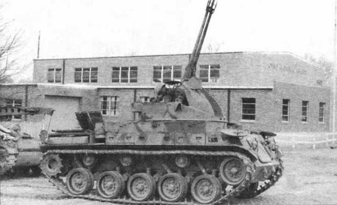ЗСУ М42 со стволами 40-мм пушек, поднятыми на максимальный угол возвышения — 85°