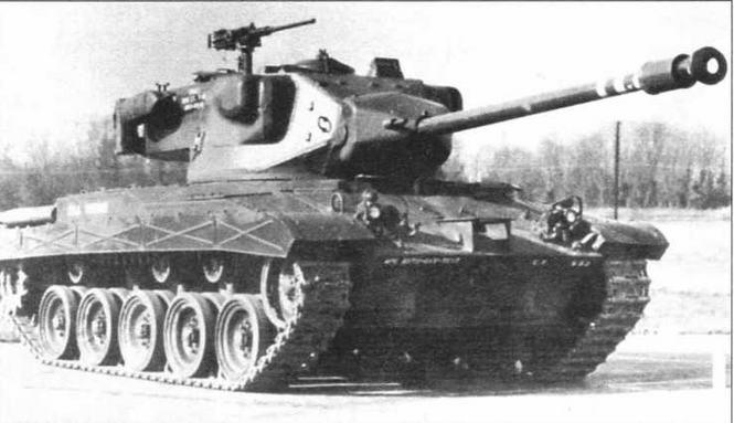 Опытный образец танка 737 «тип I» со сварной башней (в центре). Опытный образец танка Т37 «тип II», в башне которого имелись как сварные, так и литые элементы (внизу). У обеих машин по бортам башен размещены пулеметы в бронированных гондолах