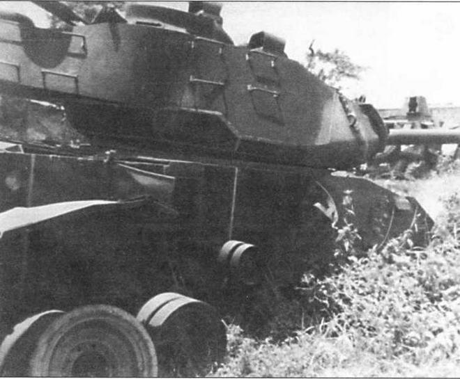 Южновьетнамский М41, подбитый выстрелом из <a href='https://arsenal-info.ru/b/book/643295886/1' target='_self'>гранатомета</a> РПГ-7