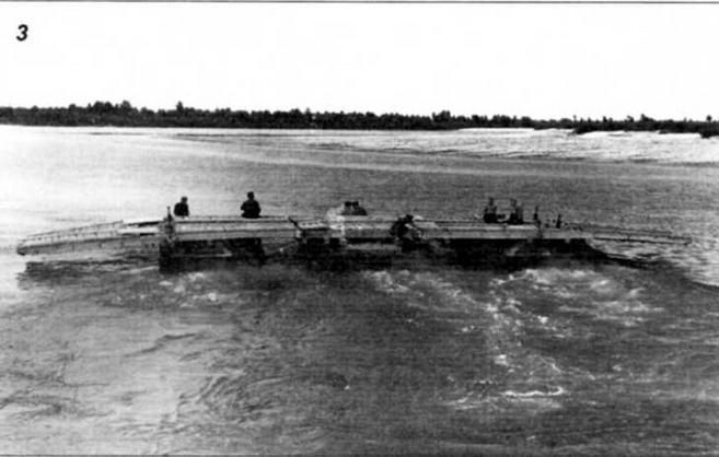 Паром возвращается за очередным «грузом»; при подходе к берегу работают гребные винты всех трех транспортеров (фото 3)