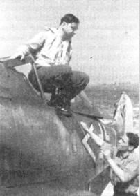 На снимке самолет, поступивший в III./ JG-2 на замену истребителю незадачливого Фабера. Ни борту — тот же самый шеврон белого цвета, желтый руль направления, однако борт фюзеляжа за выхлопными жалюзи не окрашен в черный цвет. На этом истребителе часто летал «Асси» Ган.