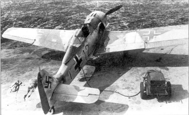 Стаффель 8./JG-2, которым командовал гауптман Бруно Штолле осенью и зимой 1942-43г.г. прикрывал подводные лодки кригсмарине на переходе через Бискайский залив. Самолет Fw-190A-4 Wr-Nr 5735 с бортовым номером «12» черного цвета подготовлен к полету на патрулирование Атлантики. Слева от самолета летчика ожидают спасательный жилет и парашют.