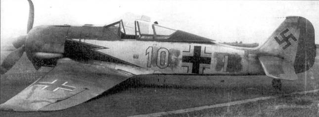 Фокке-вульф совершил вынужденную посадку после отказа двигателя. Это один из первых Fw-190A-1 III группы 26-й эскадры (Wk-Nr 403). Обратите внимание на закрашенную изначальную кодировку.