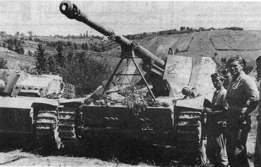 Истребитель танков Nashorn, захваченный английскими войсками в Италии. 1944 год