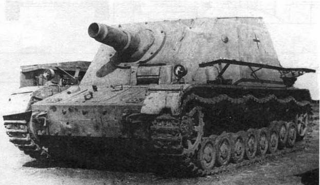 Штурмовой танк Brummb?r ранних выпусков. Восточный фронт, район Курска, 1943 год