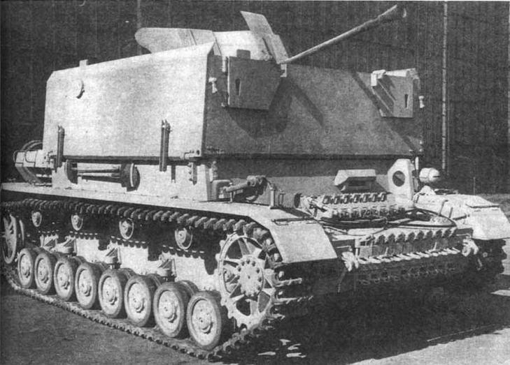 Зенитная самоходная установка M?belwagen в походном положении