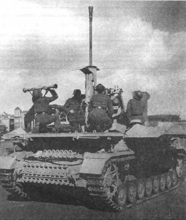 M?belwagen в боевом положении — все бронещиты боевой платформы откинуты