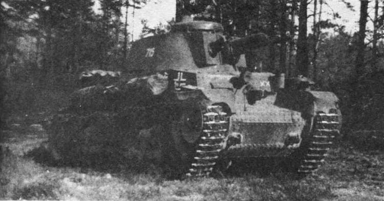 Легкий танк Pz.35(t) из состава 6-й танковой дивизии (6.Panzer- Division), тактический значок которой изображен на лобовой броне. Восточный фронт, лето 1941 года