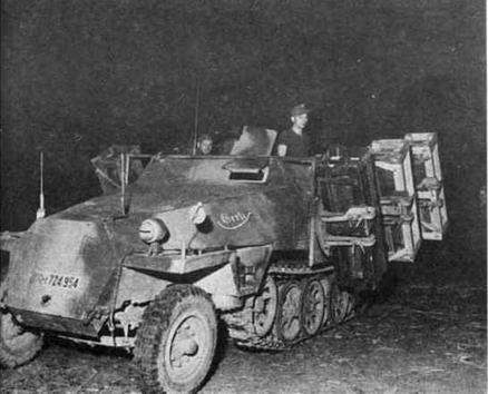 Бронетранспортер Sd.Kfz.251 Ausf.D, оборудованный контейнерами для запуска реактивных снарядов калибра 280 мм