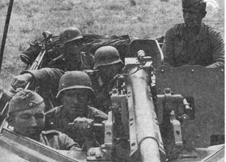 37-мм противотанковыми пушками Рак 35/36 вооружались бронетранспортеры Sd.Kfz. 251/10 — машины командиров мотопехотных взводов