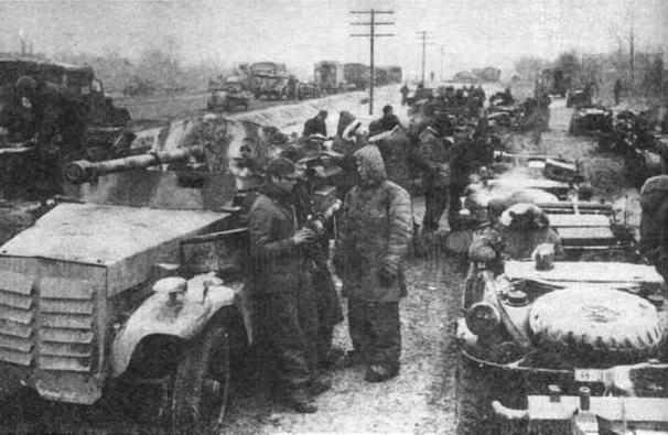 Вверху — <a href='https://arsenal-info.ru/b/book/3958673306/25' target='_self'>зенитная самоходная установка</a> Sd.Kfz.10/4. Внизу — легкобронировванная самоходная установка с 50-мм противотанковой пушкой на шасси 1-тонного тягача Sd.Kfz.10. Восточный фронт, район Коростеня, декабрь 1943 года