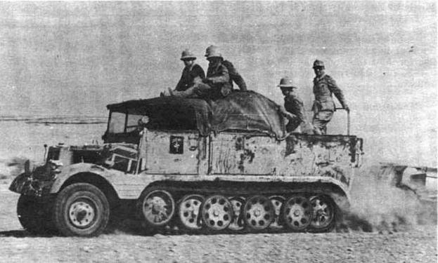 Артиллерийский 3-тонный полугусеничный тягач Sd.Kfz.11 в частях Африканского корпуса использовался главным образом для буксировки легких 105-мм полевых гаубиц leFH 18. Северная Африка, 1942 год
