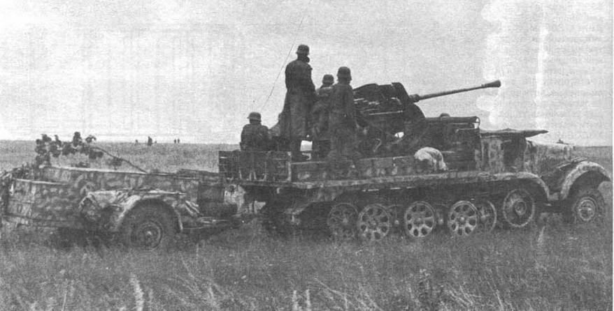 Самоходная установка Sd.Kfz.6/2. В прицепе перевозились боеприпасы. Восточный фронт, лето 1943 года