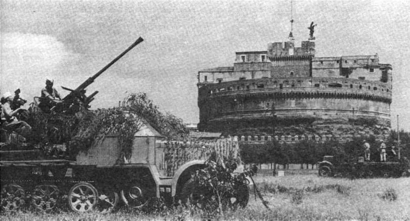 Две самоходные полубронированные зенитные установки sd. Kfz.7/2 с 37-мм автоматическими пушками на позиции у замка Святого Ангела в Риме, 1944 год