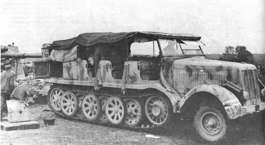 12-тонный тягач Sd.Kfz.8 с 88-мм зенитной пушкой Flak 36