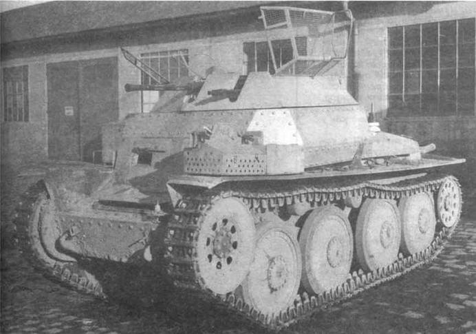 Разведывательный танк Aufkl?rer 38(1) па заводском дворе