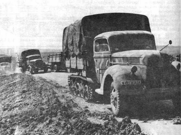 """Полугусеничный грузовой автомобиль Sd.Kfz.3b Maultier. Эта машина создана путем установки гусеничного движителя """"Карден-Ллойд"""" вместо заднего моста коммерческого грузовика Ford"""
