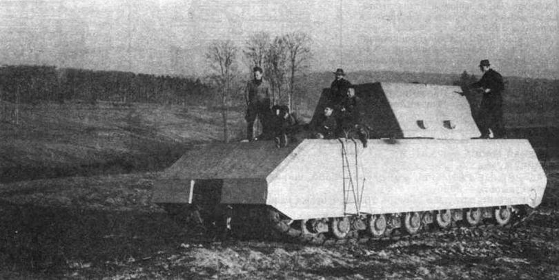 Сверхтяжелый танк Maus во время полигонных испытаний. Вместо башни установлена неподвижная балластная рубка. 1944 год