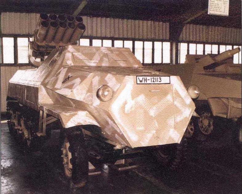 Штурмовой танк Sturmtiger и самоходный реактивный миномет Panzerwerfer 42 — экспонаты Военно-исторического музея бронетанкового вооружения и техники в подмосковной Кубинке