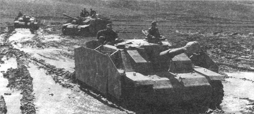 Штурмовая гаубица Stull 42. С марта 1943 года эти САУ состояли на вооружении батарей совместно со штурмовыми орудиями