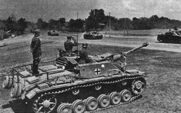 """Штурмовое орудие StuG III Ausf.G. Дивизион штурмовых орудий моторизованной дивизии """"Великая Германия"""" (StuG.Abt. """"Gro?deutschland""""), Восточный фронт, 1942 год"""