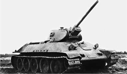 Танк Т-34 с 76-мм пушкой Ф-34 во время испытаний на Гороховецком полигоне. Ноябрь 1940 года.