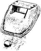 Бронировка смотрового прибора. На танках ранних выпусков верхняя крышка крепилась винтами, на поздних — приваривалась.