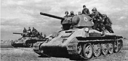 Танки Т-34 с десантом выдвигаются навстречу к противнику. Сталинградский фронт, октябрь 1942 года.