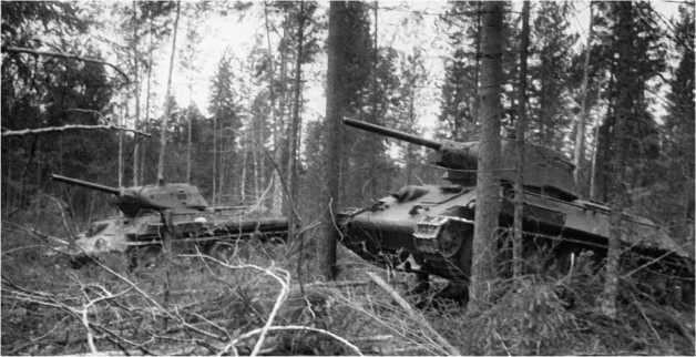 В лесной засаде «тридцатьчетверки» подразделения гвардии майора И.Т. Шевандина. 1942 год.