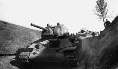 Танк Т-34 со штампованной башней Уралмашзавода. Калининский фронт, май 1943 года.