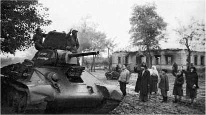 Танк Т-34 «Ответ Сталинграда» на улице Таганрога. 1943 год.