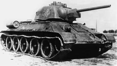 Огнеметный танк ТО-34 во время испытаний на полигоне в Кубинке. 1944 год.