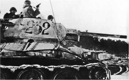 Танк Т-34 из состава 251-го отдельного танкового полка. Белорусский фронт, январь 1944 года.