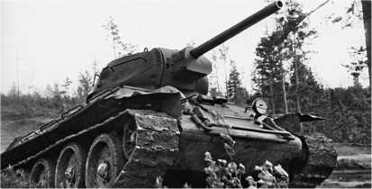 Танк Т-34 выпуска завода «Красное Сормово» на боевой позиции. 2-й Прибалтийский фронт, 1945 год.