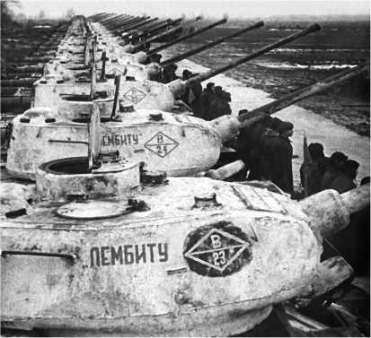 Передача Красной Армии колонны танков, построенных на средства трудящихся Эстонской ССР. 51-й танковый полк, зима 1945 года.