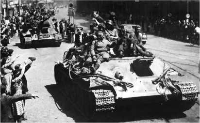 Тягач Т-34Т на улице Праги. Май 1945 года.