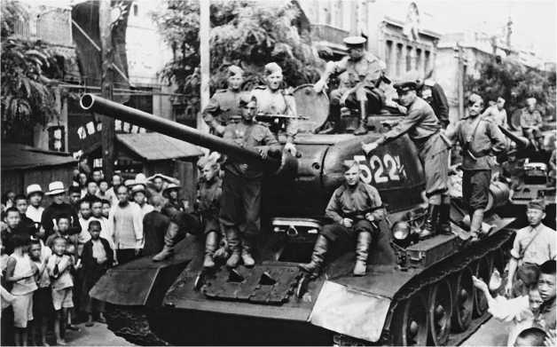 Советские танки в Дайрене. 7-й механизированный корпус, 6-я гвардейская танковая армия. 24 августа 1945 года.