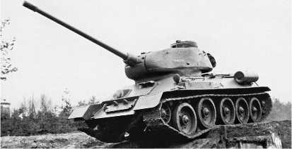 Танк Т-34-85 чехословацкого производства из состава 14-го танкового полка 7-й танковой дивизии Национальной народной армии ГДР во время тактических занятий. 1958 год.
