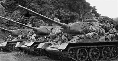 Вьетнамские Т-34-85 во время боевых действий в Лаосе в конце 1971 года.