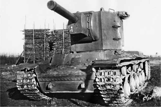 Опытный танк КВ с «пониженной» башней и 152-мм гаубицей. 1940 год.
