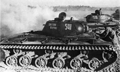 КВ-1с из танковой колонны «Советский полярник» перед боем. 5-й гвардейский танковый полк прорыва, Донской фронт, декабрь 1942 года.