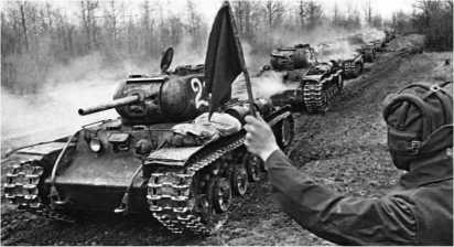 На марше — КВ-1с 6-го гвардейского танкового полка прорыва. Апрель 1943 года.